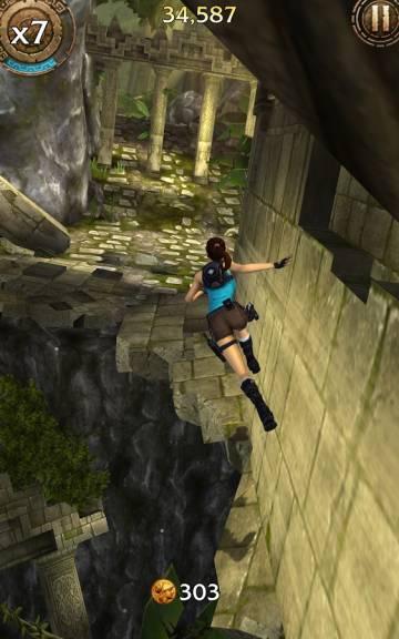 Lara Croft Relic Run много денег